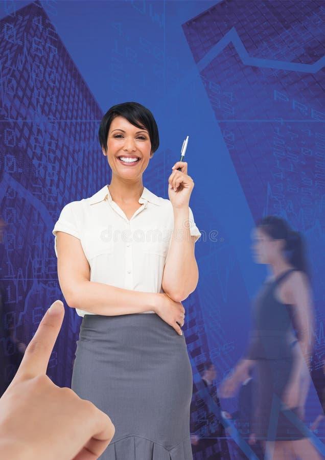 递选择蓝色背景的一个女商人与商人走 皇族释放例证