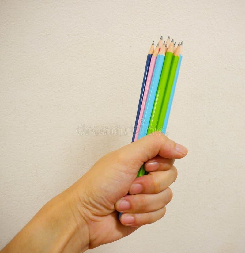 递铅笔 免版税库存照片