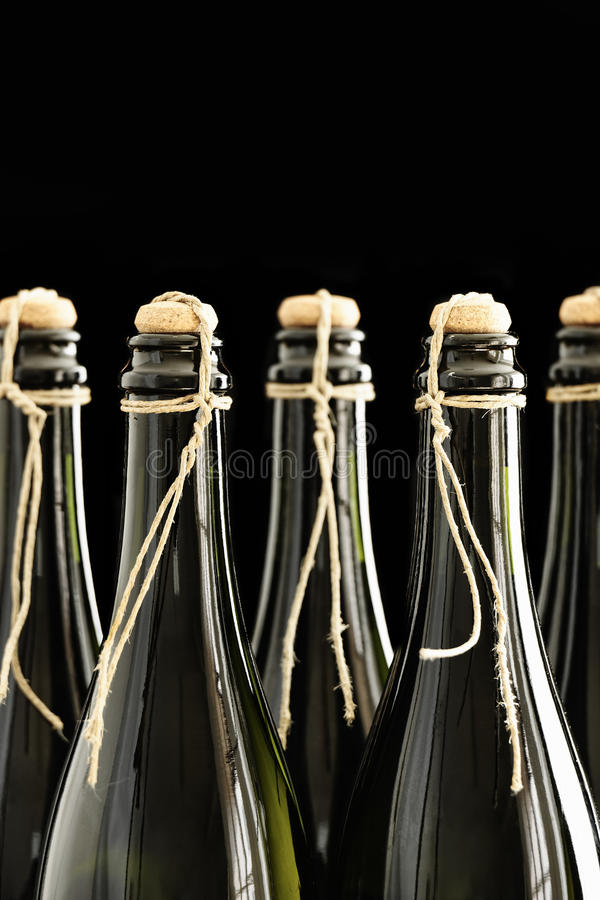 Download 递被塞住的和被栓的香槟瓶 库存图片. 图片 包括有 bothy, ,并且, 脖子, 食物, 对象, 饮料 - 30326025