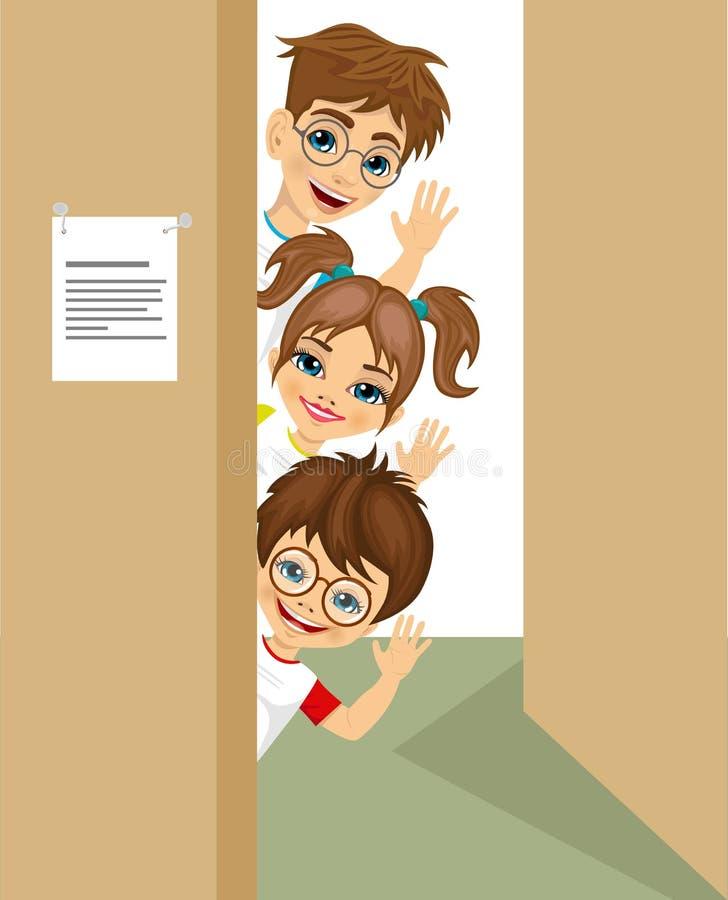 逗人喜爱儿童偷看门挥动 库存例证