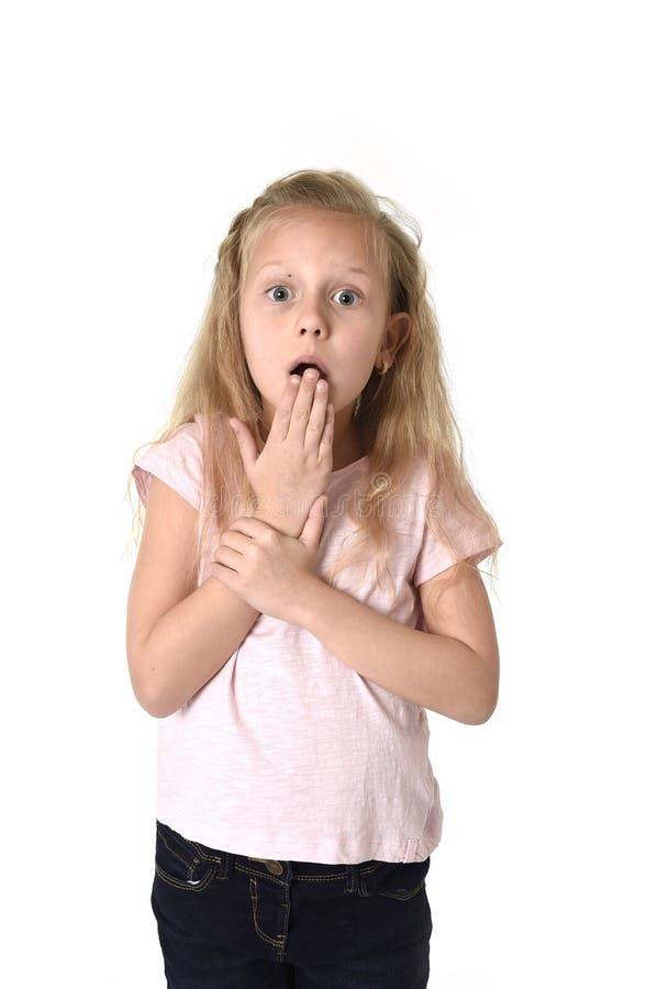 逗人喜爱和甜小女孩怀疑地和惊奇面孔expres 库存照片