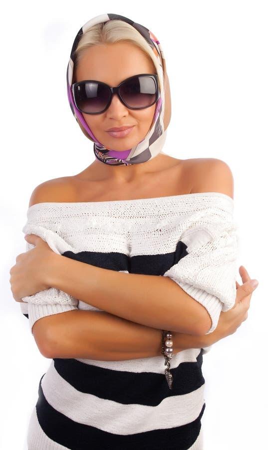逗人喜爱女孩围巾太阳镜佩带 免版税图库摄影