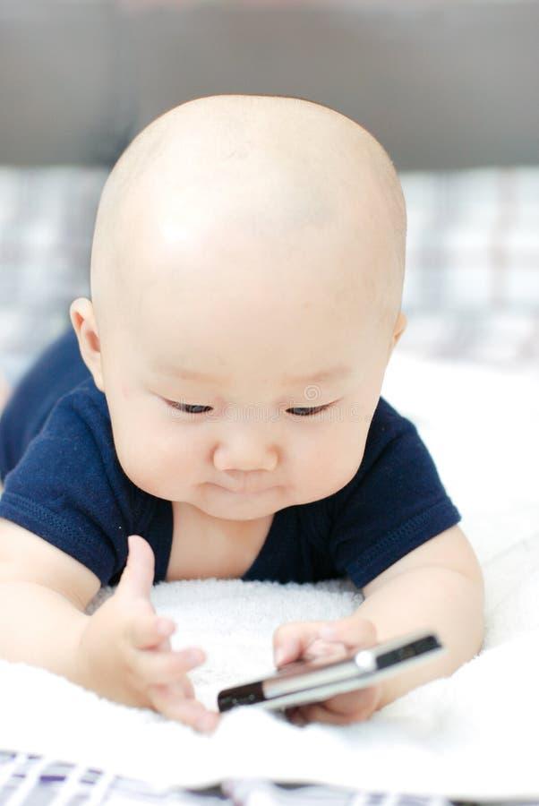 逗人喜爱婴孩的移动电话 免版税库存照片