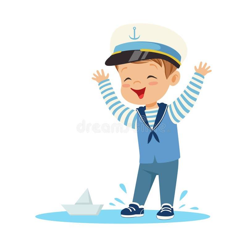 逗人喜爱微笑的小男孩字符佩带水手打扮在使用与纸小船五颜六色的传染媒介的水坑的身分 向量例证