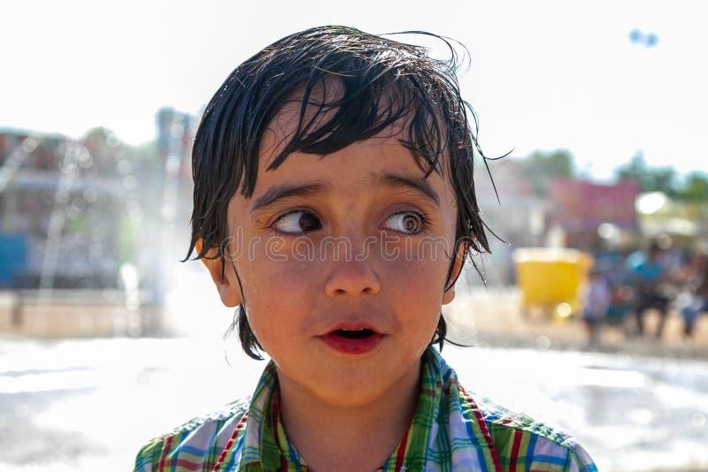 逗人喜爱男孩特写镜头画象微笑 免版税库存照片