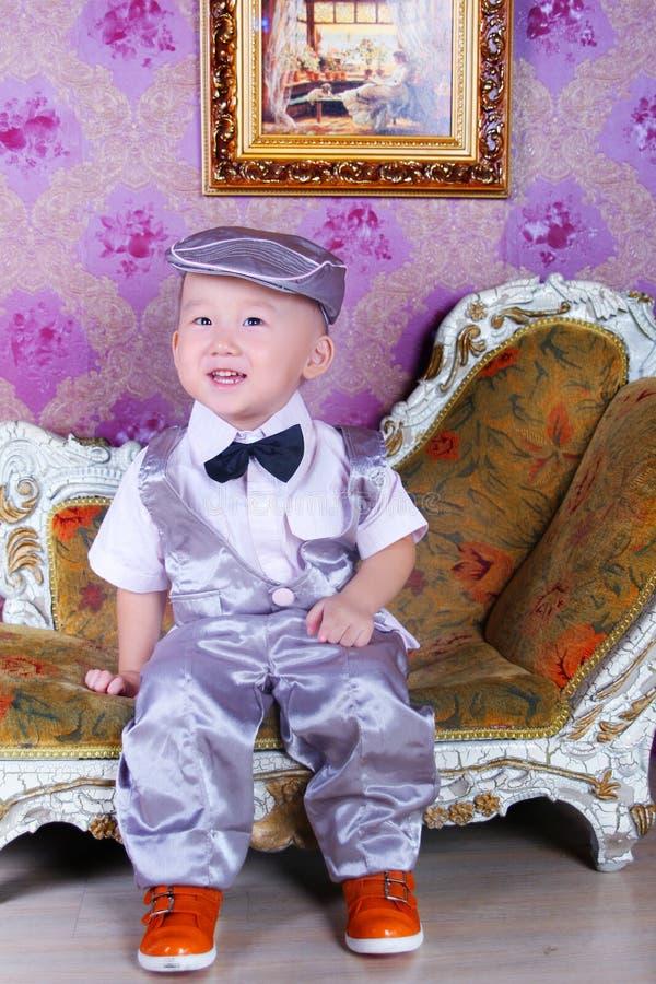 逗人喜爱的亚裔男孩 免版税库存照片