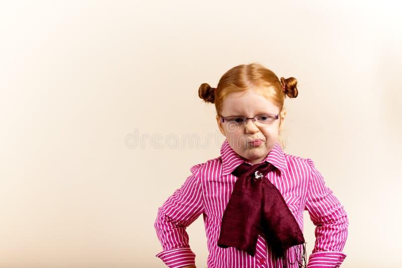 逗人喜爱的典雅的女孩纵向红头发人 库存图片