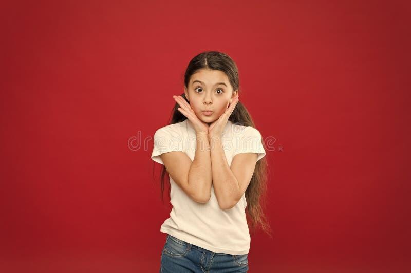 逗人喜爱的卖弄风情的扫视 完善的面孔关心和skincare 没有构成的可爱的女孩 skincare秀丽神色  免版税库存图片