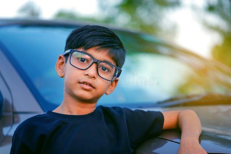 逗人喜爱的印度儿童穿戴镜片 库存图片