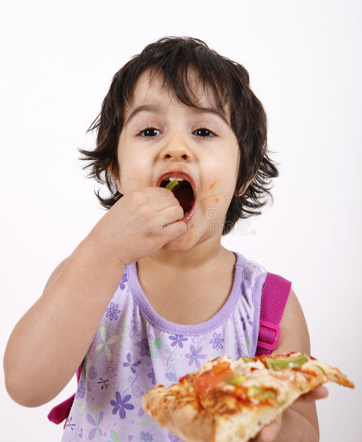 逗人喜爱的吃女孩薄饼 免版税库存图片