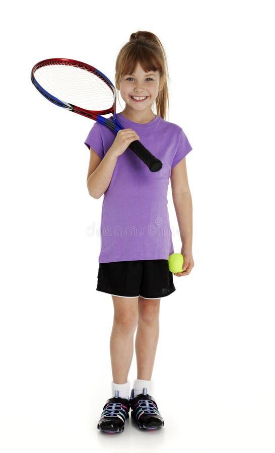 逗人喜爱的女孩一点网球 免版税图库摄影
