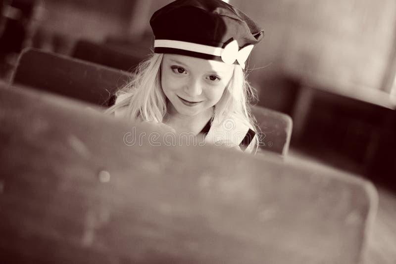 逗人喜爱的女孩年轻人 图库摄影
