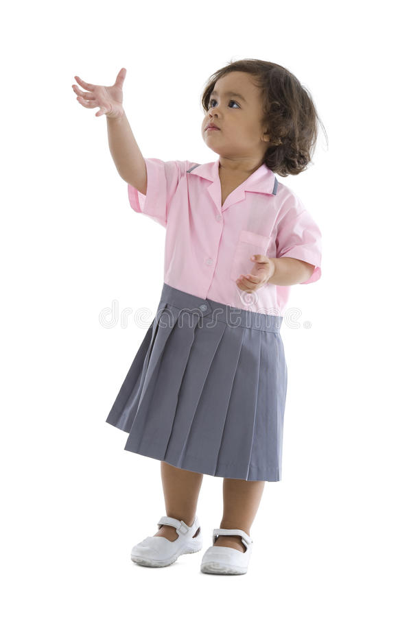 逗人喜爱的女孩采取的某事 免版税库存照片