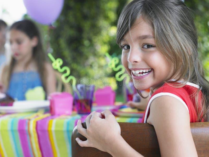 逗人喜爱的女孩画象生日聚会的 库存图片