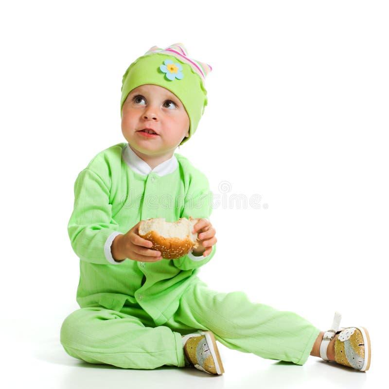 逗人喜爱的婴孩吃面包 免版税库存图片
