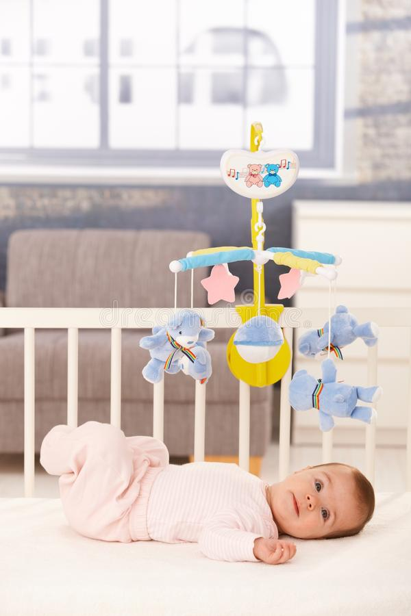 逗人喜爱的婴孩床一点 免版税库存图片