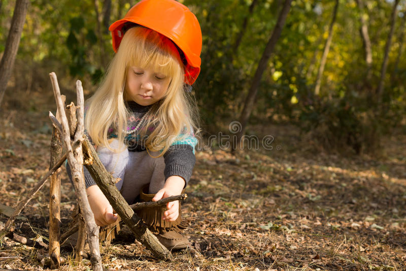 逗人喜爱的小女孩建筑工人 图库摄影