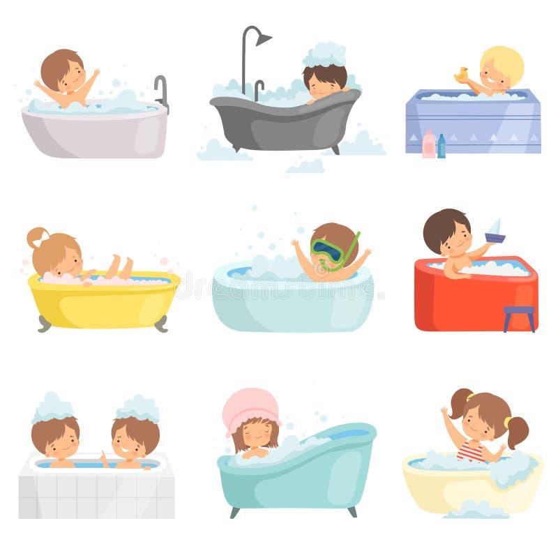逗人喜爱的小孩沐浴和获得乐趣在浴缸集合、可爱的男孩和女孩在卫生间,每日卫生学传染媒介 库存例证