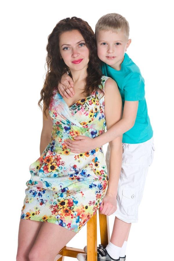 逗人喜爱的小男孩和他的母亲 免版税库存照片