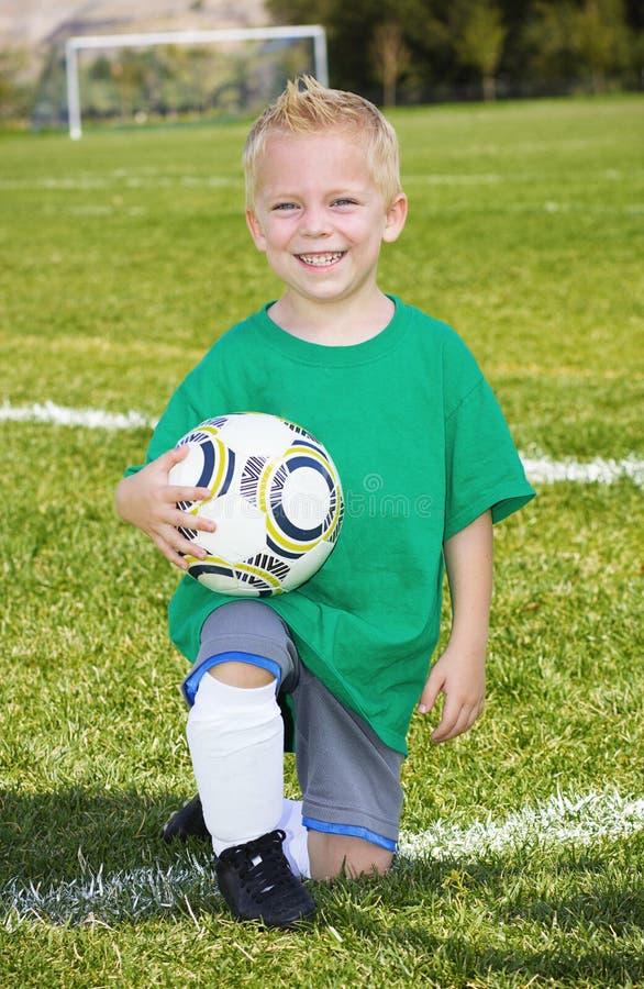 逗人喜爱的小的足球运动员画象 库存图片