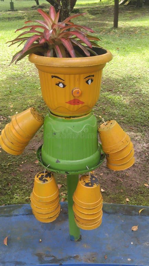 逗人喜爱的庭院花瓶 免版税图库摄影