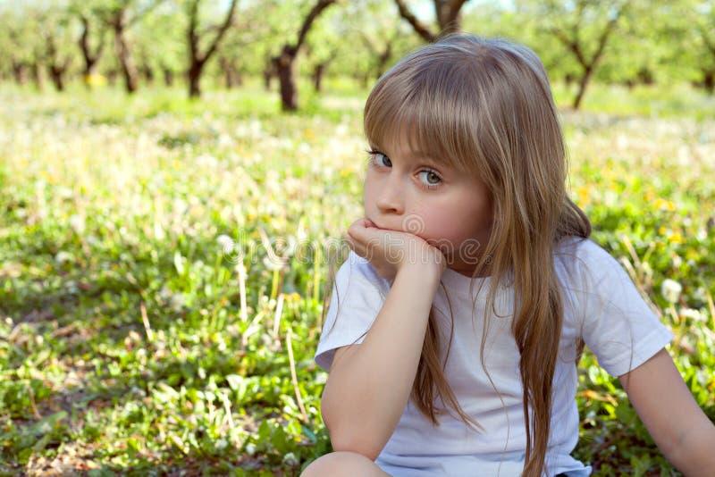 逗人喜爱的微笑女孩 库存照片