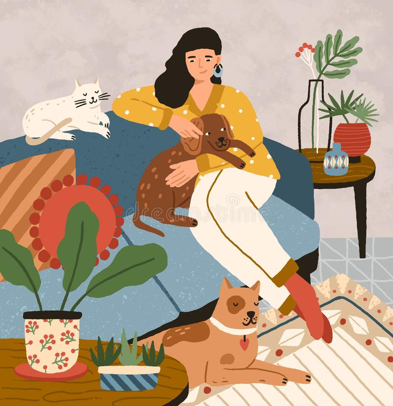 逗人喜爱的微笑的少女坐有狗和猫的轻松的沙发 在家花费时间与她国内的可爱的妇女 库存例证