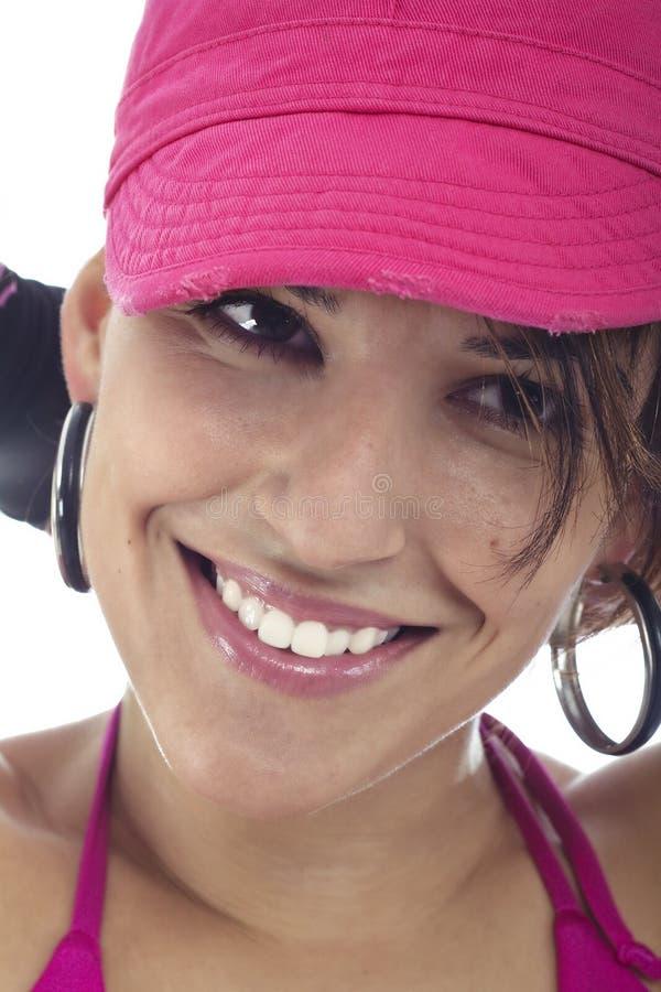 逗人喜爱的愉快的微笑的妇女年轻人 免版税库存照片
