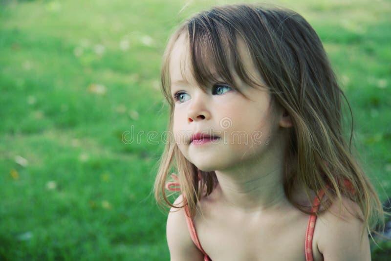 逗人喜爱的户外女性小孩 库存照片