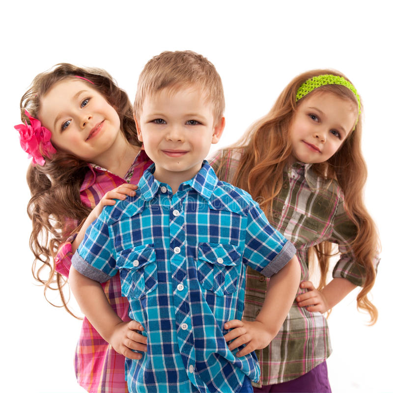 逗人喜爱的时尚孩子一起站立 免版税图库摄影