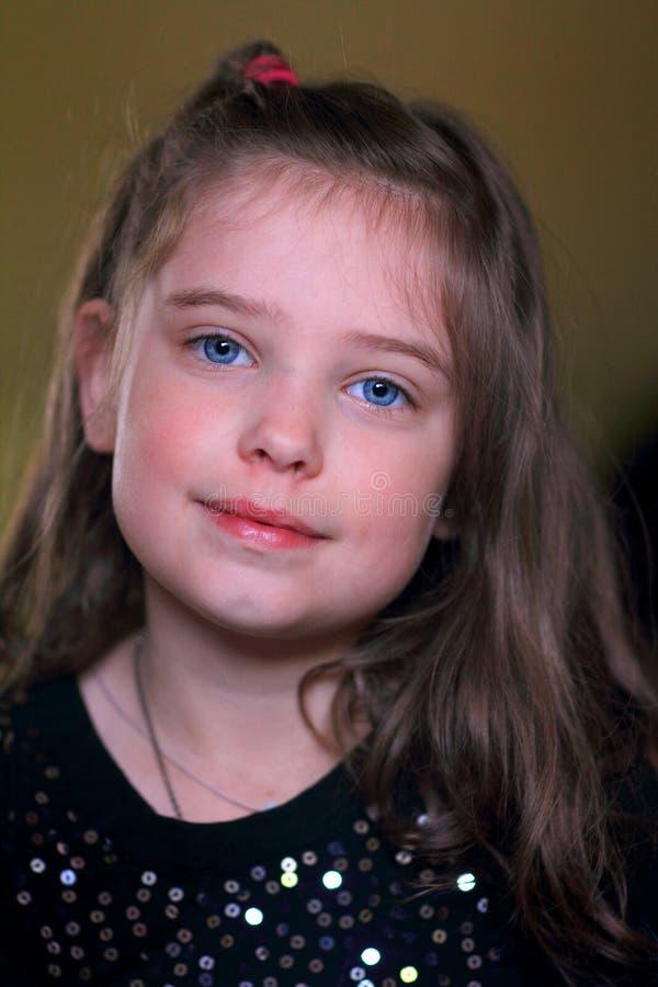 逗人喜爱的甜小女孩 免版税图库摄影