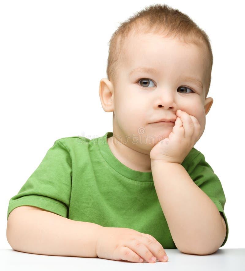 逗人喜爱的男孩矮小的沉思纵向 免版税库存图片