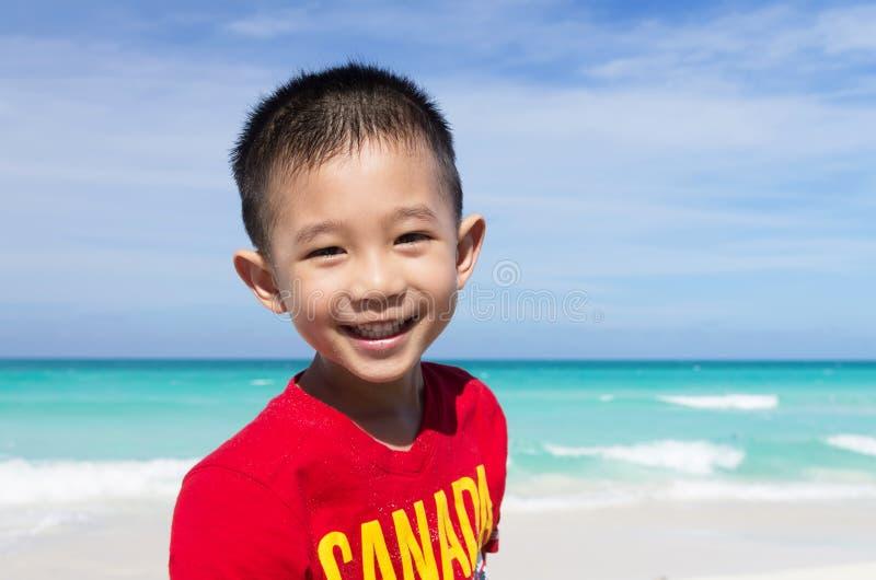 逗人喜爱的矮小的亚裔男孩 免版税库存图片