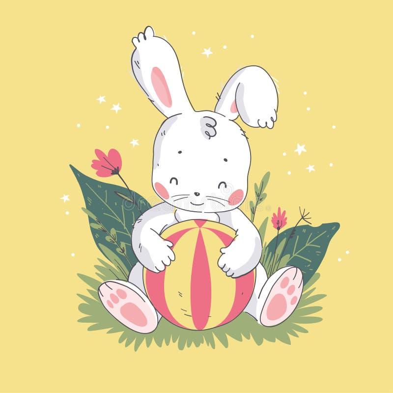 逗人喜爱的矮小的白色婴孩兔宝宝字符的传染媒介平的例证与演奏球开会的在草 向量例证