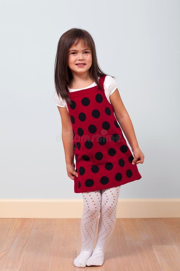 逗人喜爱的礼服女孩红色 免版税库存图片
