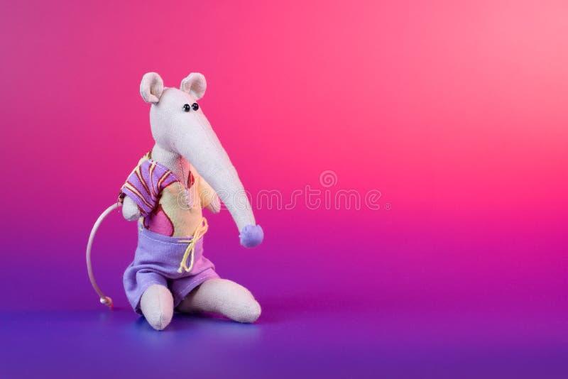 逗人喜爱的织品手工制造玩具 免版税图库摄影