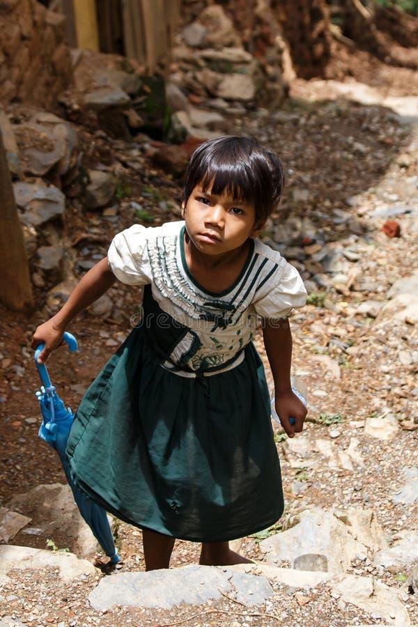 逗人喜爱的缅甸学校孩子在Falam,缅甸(缅甸) 图库摄影