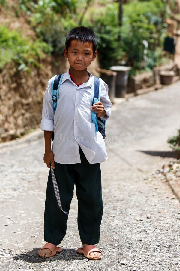 逗人喜爱的缅甸学校孩子在Falam,缅甸(缅甸) 免版税库存图片