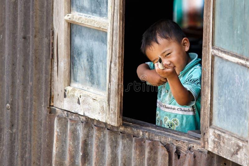 逗人喜爱的缅甸男孩在Falam,缅甸(缅甸) 免版税库存照片
