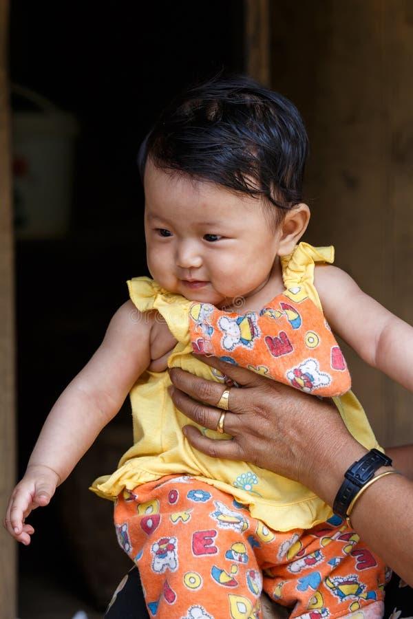 逗人喜爱的缅甸婴孩在Falam,缅甸(缅甸) 免版税图库摄影