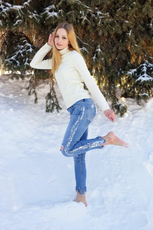 逗人喜爱的赤足青少年的女孩 库存图片