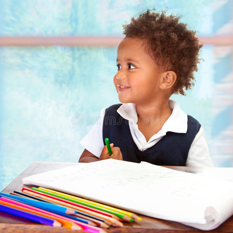 逗人喜爱的非洲学龄前儿童 免版税库存照片