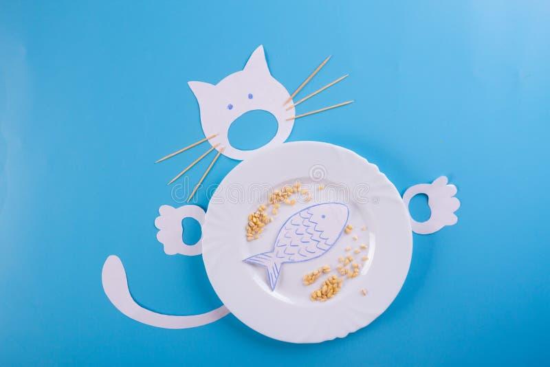 逗人喜爱的饥饿的猫字符 免版税库存照片