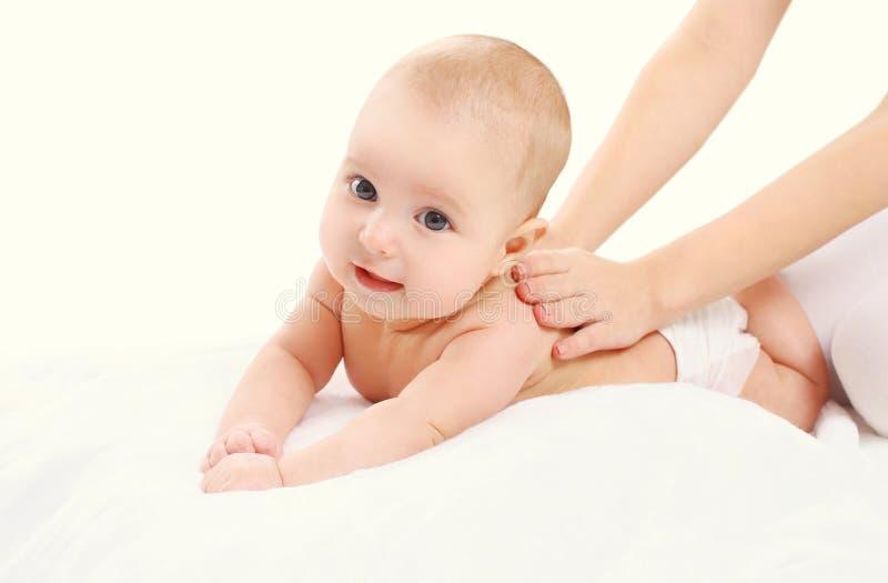 逗人喜爱的婴孩按摩后面、孩子和健康 图库摄影