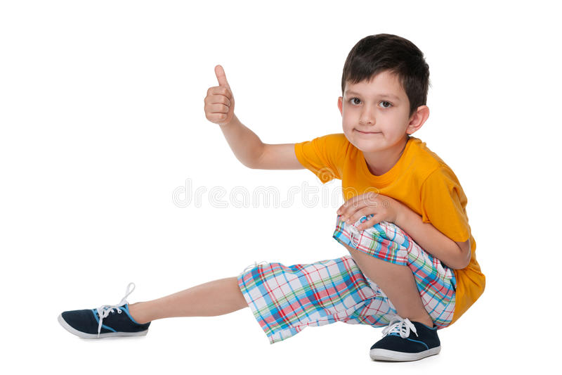 逗人喜爱的年轻男孩举行他的赞许 库存图片