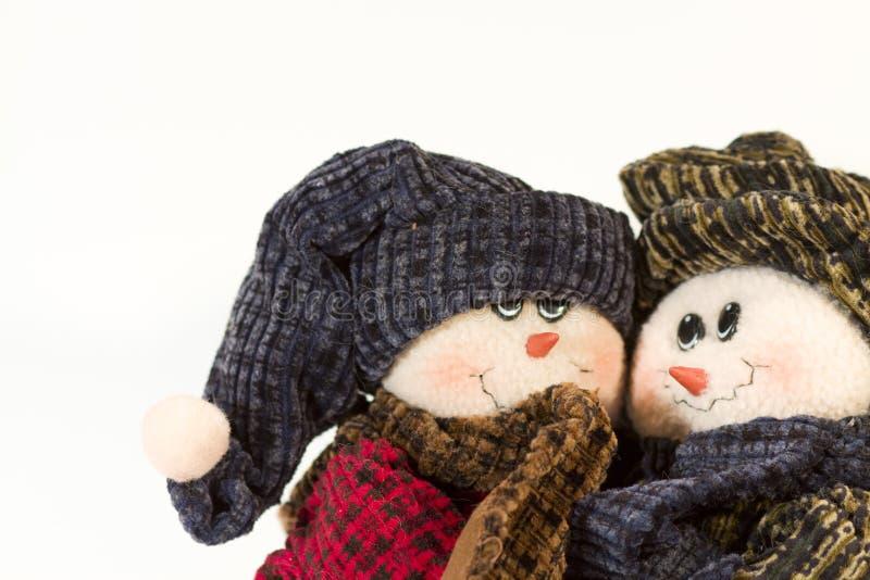 逗人喜爱雪人夫妇拥抱 免版税库存照片