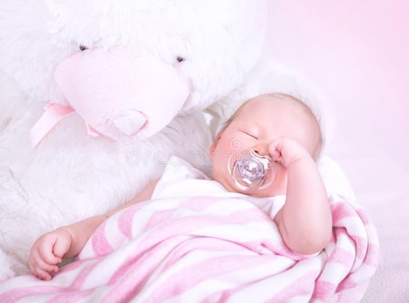 逗人喜爱婴孩睡觉 免版税图库摄影