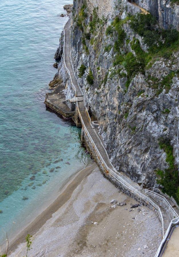 通入向海,阿马尔菲海岸,意大利 免版税库存图片