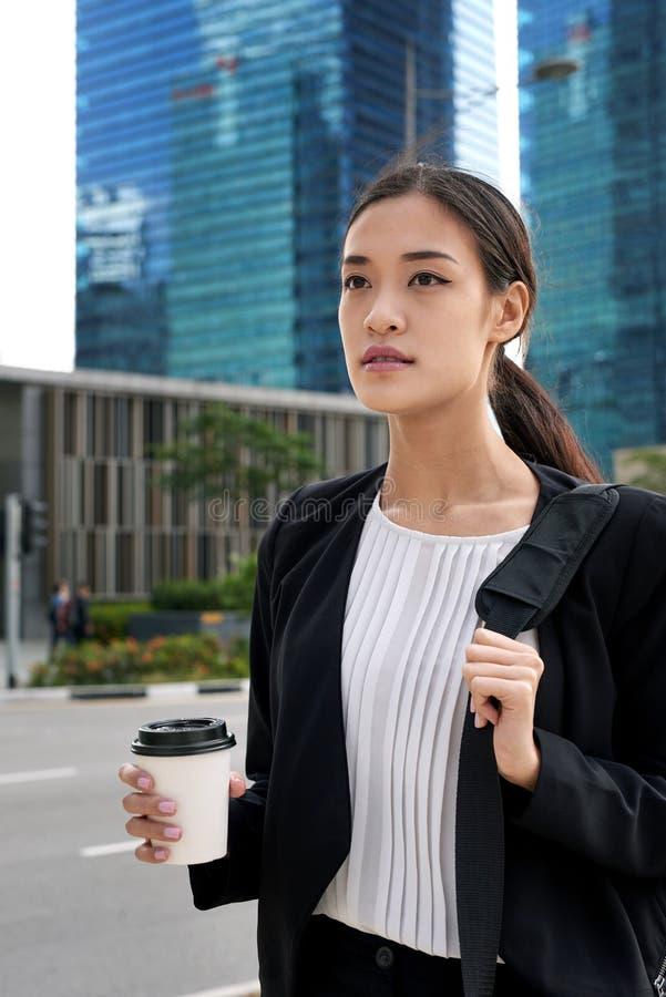 通勤亚裔女商人 图库摄影