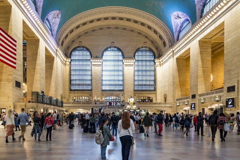 通勤者和游人盛大中央驻地的在纽约 图库摄影